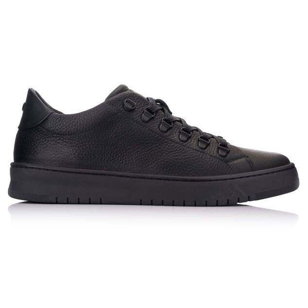 Hinson Bennet hiking low black